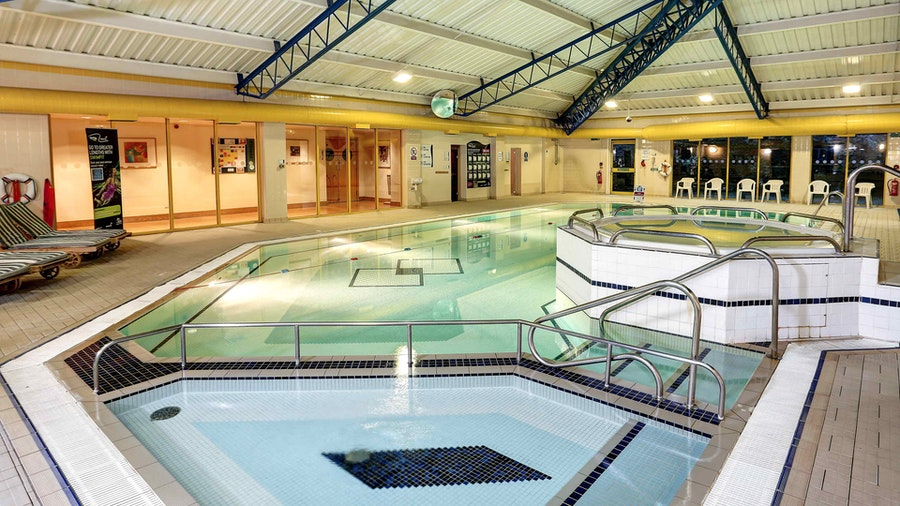 Holiday Inn Eastleigh - swimming pool