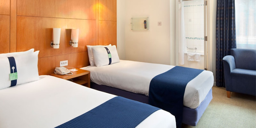 Holiday Inn Basingstoke - twin bedroom