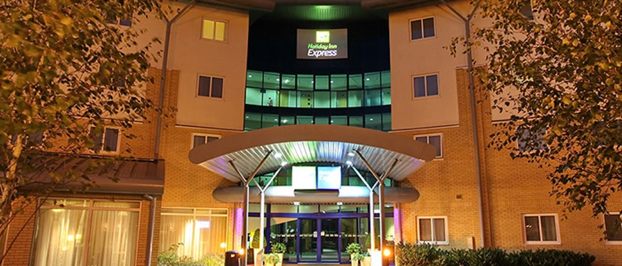 Holiday Inn Express M27 J7 - near Paultons Park and Peppa Pig World