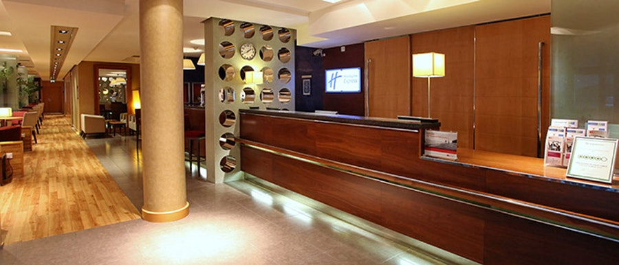 Holiday Inn Express M27 J7 -  reception