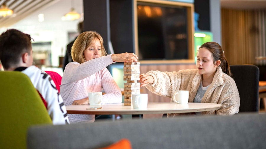 Holiday Inn Winchester - lounge games
