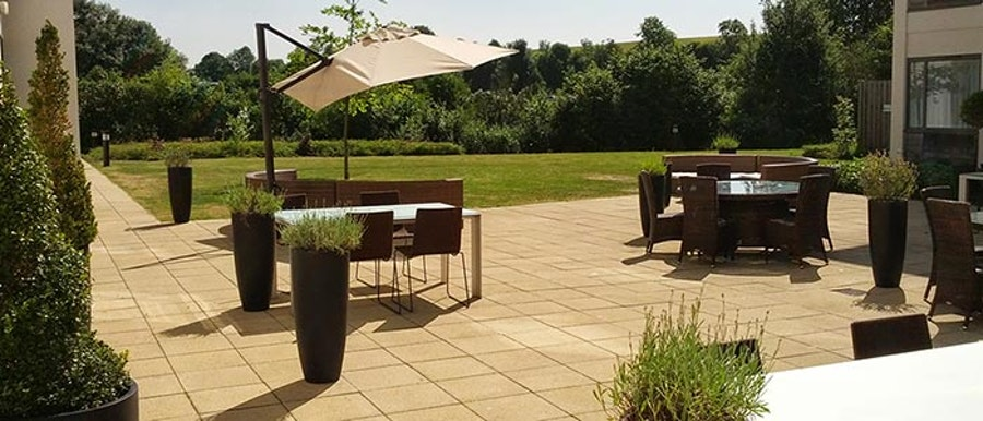 Holiday Inn Winchester -  patio