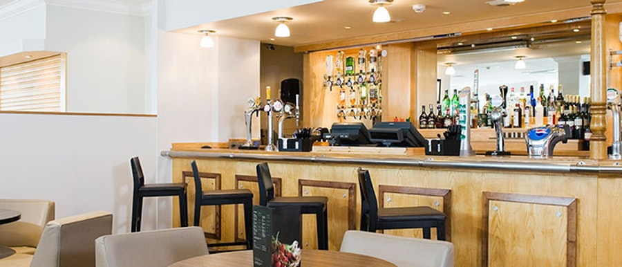 Holiday Inn Southampton - bar